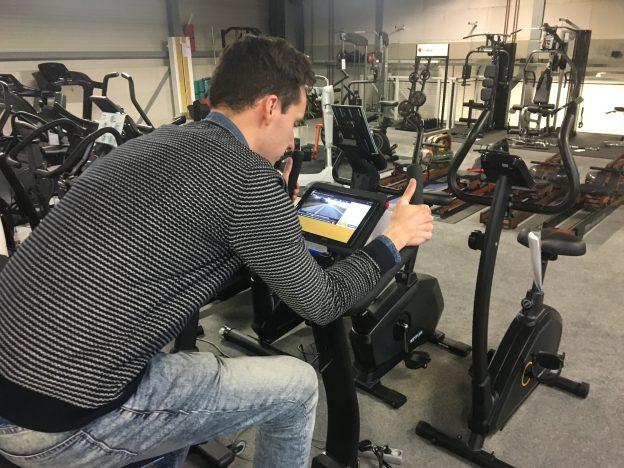 Met parkinson op een hometrainer bij Fitshop fietsen